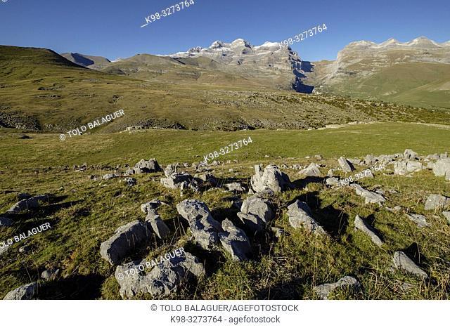 zona Karstica entre la Estiba y el pico Mondoto, parque nacional de Ordesa y Monte Perdido, comarca del Sobrarbe, Huesca, Aragón, cordillera de los Pirineos