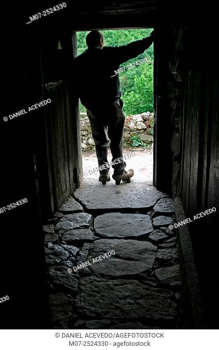 Astirian man, Somiedo National Park, Asturias, Spain, Europe