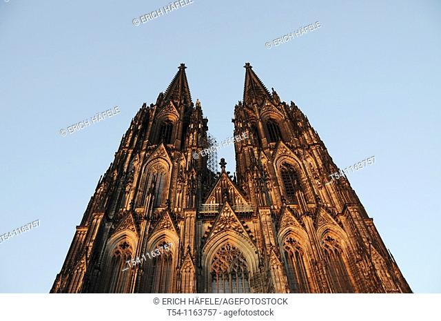 Towers of Cologne Cathedral from below
