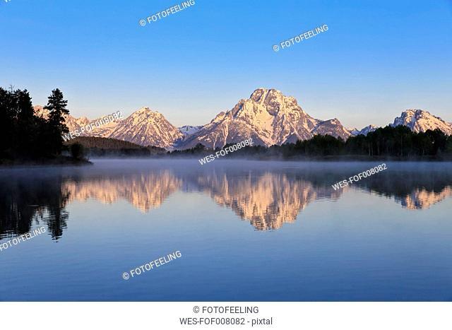 USA, Wyoming, Grand Teton National Park, Teton Range, Mount Moran, Oxbow Bend, Snake River in the morning