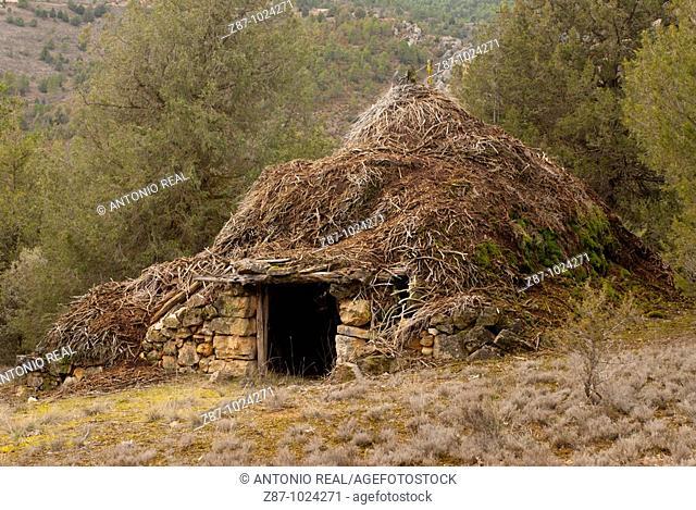 Hut, Alto Tajo Natural Park, Cuevas Labradas, Guadalajara province, Castilla-La Mancha, Spain
