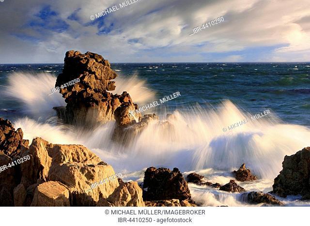 Surf, sea spray splashing on rocks, sea, waves, Vermont, South Africa