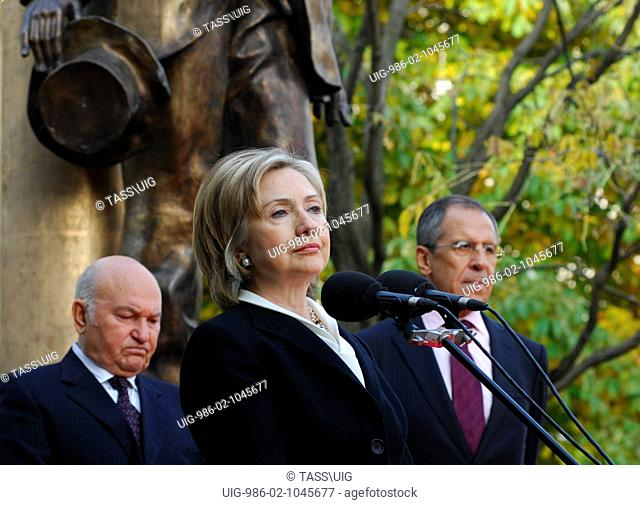 Mayor of Moscow, Yuri Luzhkov, and Russia's foreign minister, Sergei Lavrov and US Secretary Hillary Clinton unveils Walt Whitman monument