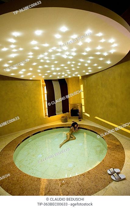 Italy, Tuscany, Casciana Terme Terme, Villa Borri, woman in thermal pool