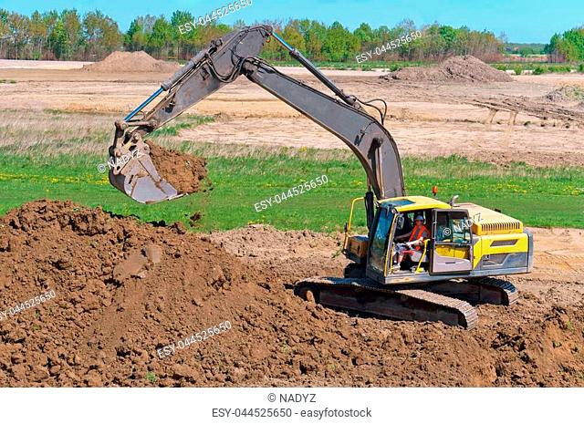 the excavator digs the ground, the excavator works as a bucket, earthmoving machinery in the case