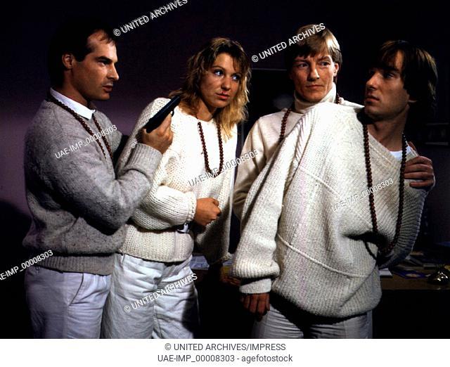 SOKO 5113: In die falsche Richtung, D 1984, Regie: Kai Borsche, HANS-GEORG PANCZAK, SABINE KAACK, MANFRED ZAPATKA, ROLAND MOMME JANTZ, Stichwort: Waffe