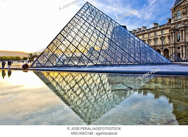 Louvre Museum, Musee du Louvre, Glass Pyramid, by architect I M Pei, main courtyard Cour Napoleon, Louvre Palace, art museum, Paris, France, Europe