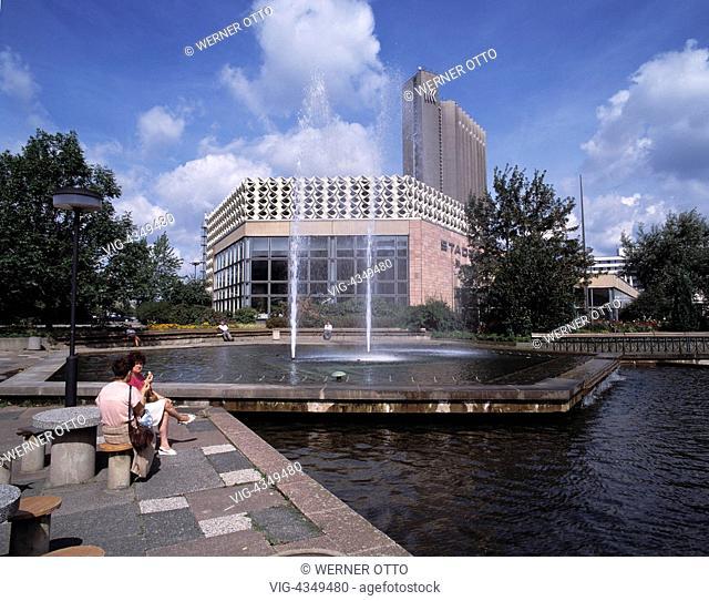D-Chemnitz, Sachsen, Stadthalle, Wasserspiele, Interhotel D-Chemnitz, Saxony, Town Hall, fountain, Inter Hotel - Chemnitz, Sachsen, Germany, 01/01/2014