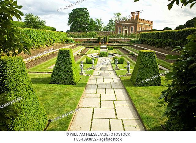 Pond Garden and Banqueting House built 1700, Hampton Court Palace, Surrey, England