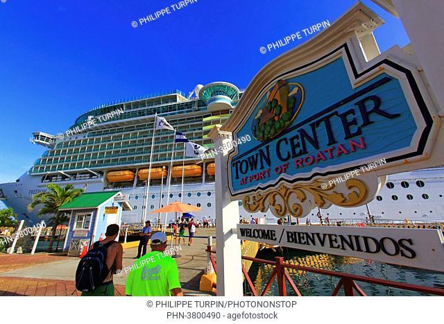 Honduras, Islas de la Bahia, Roatan Island. Cruise ship. Roatan harbour. Coxen Hole