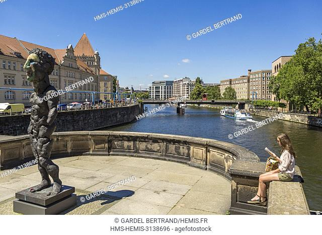 Germany, Berlin, East Berlin, the tip of the Museum Island, listed as World Heritage by UNESCO, a tourist boat on the Spree