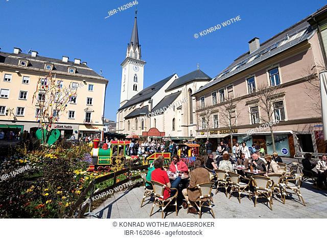 Rathausplatz Square, St. Jakob parish church, easter market, Villach, Carinthia, Austria