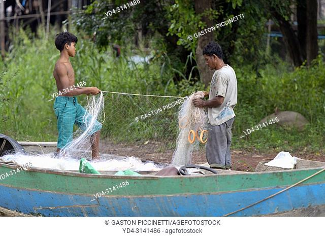 Fishermen preparing the nets to go fishing, floating village of Kompong Phluk, Siem reap Province, Kingdon of Cambodia. Kompong Phluk