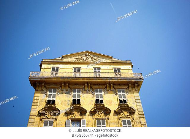 Top of a building of classical architecture, with a blue sky, Nice. Côte d'Azur, Alpes-Maritimes, Provence-Alpes-Côte'Azur, France