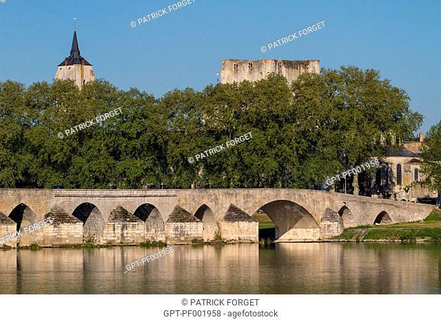 400-METRE LONG, 12TH CENTURY STONE BRIDGE CROSSING THE LOIRE, BEAUGENCY, LOIRET 45, FRANCE