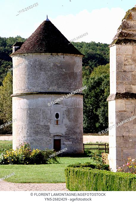 France, Burgundy, Yonne, Vermenton, abbaye of Reigny, outdoor of the abbay, cistercian, known for its refectory of the 14th century with rib vault