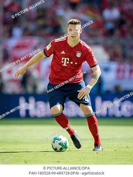 12 May 2018, Germany, Munich, Soccer, Bundesliga, Allianz Arena,FC Bayern Muenchen vs VfB Stuttgart. Bayern's Niklas Suele in action