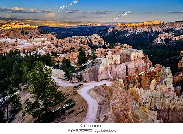 USA, Utah, Garfield County, Bryce Canyon National Park, Sunrise Point, Queens Garden Trail