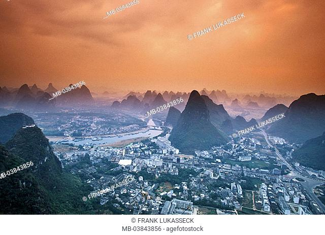 China, Guangxi, Yangshuo, city-overview, evening-mood, Asia, Eastern Asia, highland-shaft, landscape, mountains, Karstkegelberge, Karstberge, rock-formations