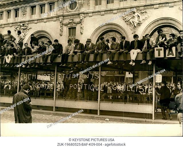 May 25, 1968 - Students Protest Against Guallist Politics at Lyon Station (Credit Image: © Keystone Press Agency/Keystone USA via ZUMAPRESS.com)