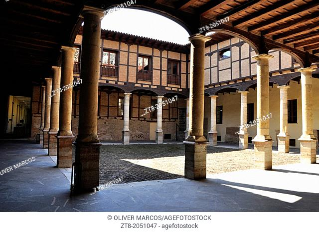 Courtyard of the Palacio Episcopal (Bishop's Palace), Leon, Castilla-Leon, Spain