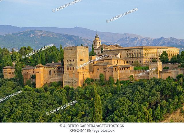 View of La Alhambra from Mirador de San Nicolás, Albaicín Neighborhood, Albaycín, Albayzín, UNESCO World Heritage Site, Granada, Andalucía, Spain, Europe
