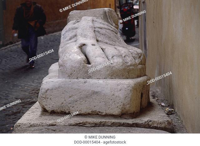 Italy, Rome, Via Santo Stefano del Cacco, Pie di Marmo, marble foot from giant Roman statue