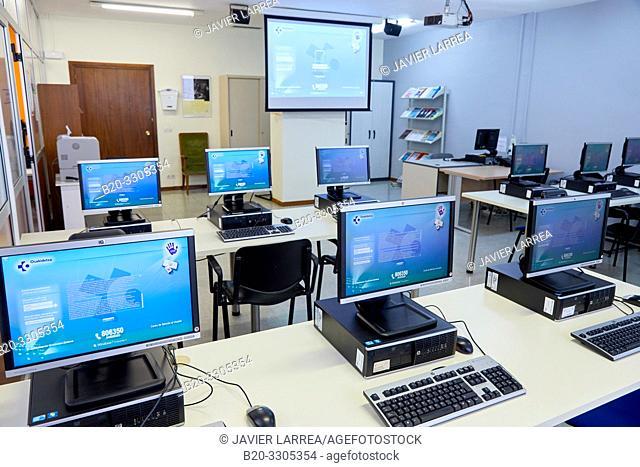 Computer training course for health professionals, Classroom training, Tables with PCs, Library, Hospital Donostia, San Sebastian, Gipuzkoa, Basque Country