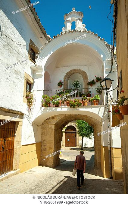 Puerta de la Villa (Town gate), entrance to the medieval quarter. Alburquerque, Badajoz province, Extremadura, Spain