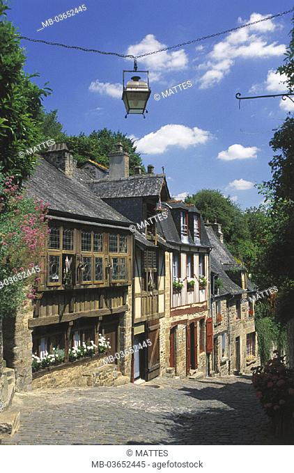 France, Brittany, Dinan, Rue you Jerzual