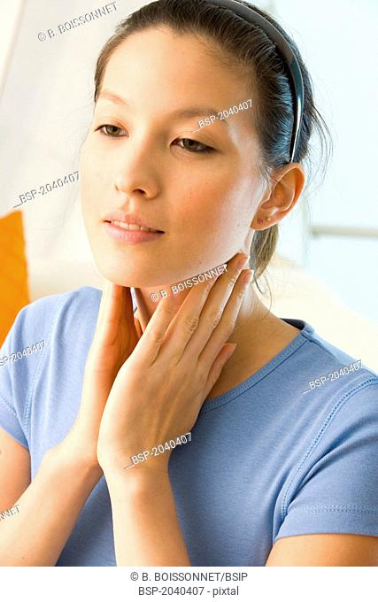 WOMAN WITH SORE THROAT Model