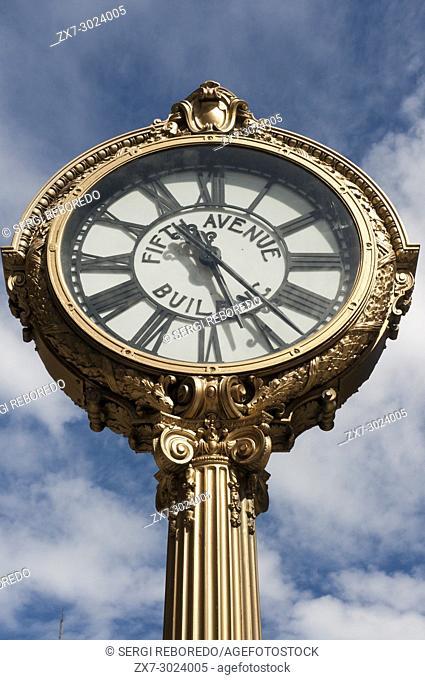 5th avenue building clock on flatiron building. Madison Square. PUBLIC CLOCK FIFTH AVENUE FLATIRON BUILDING MANHATTAN NEW YORK CITY USA