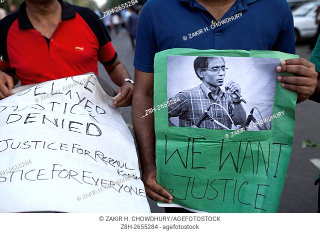 DHAKA, BANGLADESH - APRIL 29 : Teachers, students and social activists made human chain during a demonstration against the killing of a university professor A