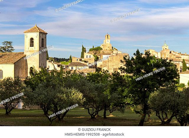 France, Vaucluse, Parc Naturel Regional du Luberon (Natural Regional Park of Luberon), Lourmarin, labelled Les Plus Beaux Villages de France (The Most Beautiful...
