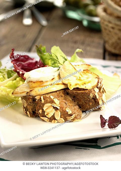 montadito de pechugas de pollo con queso roquefort