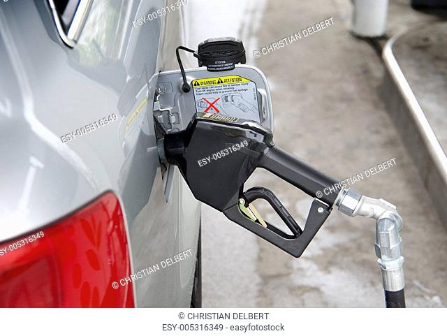 Gas nozzle in tank