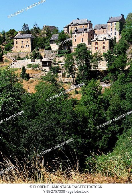 View on the village of Rodelle, Aveyron, Occitanie, Midi, Pyrénées