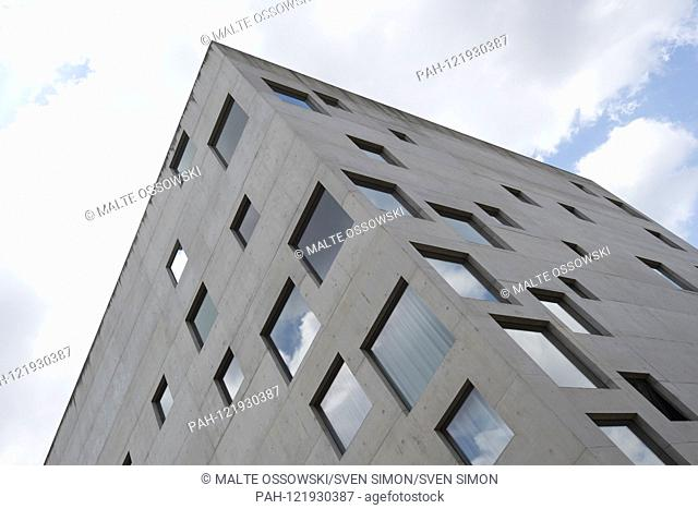 Feature, symbol photo, border motif, the SANAA building, architecture, exterior, panorama, university building in Essen, also known as Zollverein cube