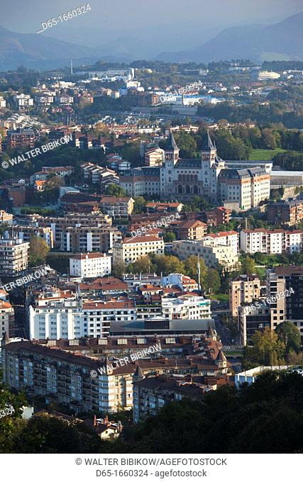 Spain, Basque Country Region, Guipuzcoa Province, San Sebastian, elevated town view from Monte Igueldo