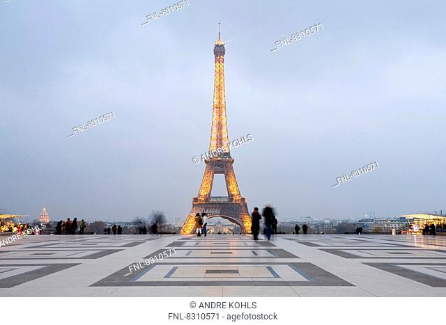 Tour Eiffel and Place du Trocadero in the evening, Paris, France
