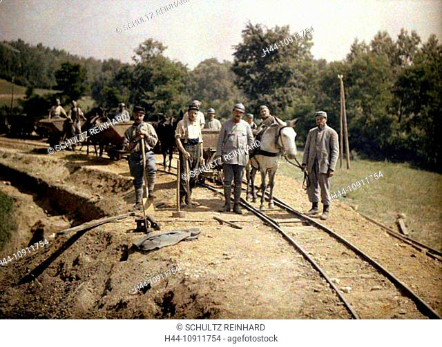 War, Europe, world war I, 1917, Europe, world war, color photo, Autochrome, F. Cuville, western front, department Aisne, France, Soissons, railroad, soldier