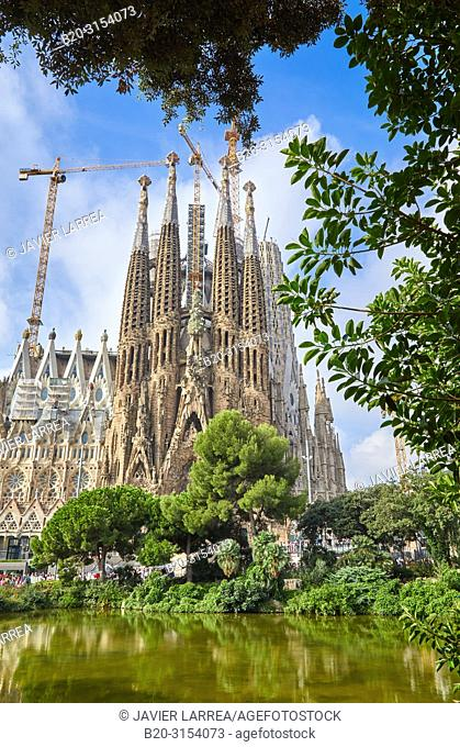 La Sagrada Familia Church, by the architect Antoni Gaudi, Barcelona, Catalunya, Spain, Europe