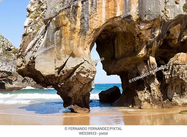 Playa de Cuevas del Mar, Nueva de Llanes, Llanes, Asturias, España