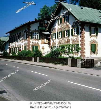 Reise nach Deutschland, Bayern. Travel to Germany, Upper Bavaria. Haus mit Lüftlmalerei in Oberammergau in den 1980er Jahren, Oberbayern