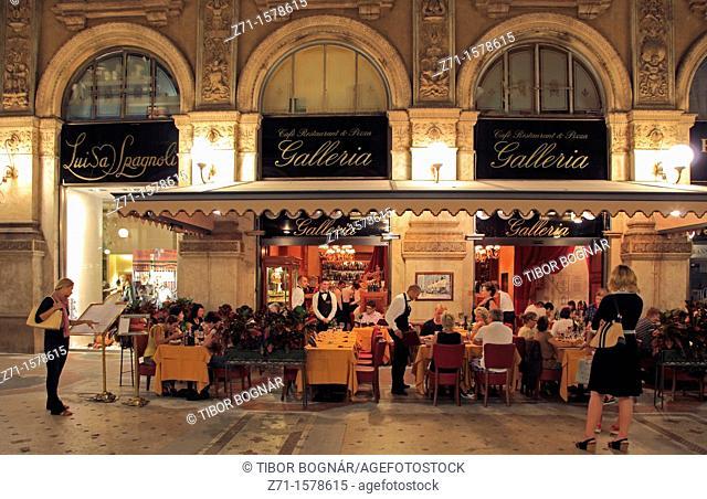 Italy, Lombardy, Milan, Galleria Vittorio Emanuele II, shopping arcade