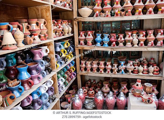 Shopping for local crafts, Nizwa Fort Souq, Nizwa Fort, Nizwa, Ad Dakhiliyah Governorate, Oman