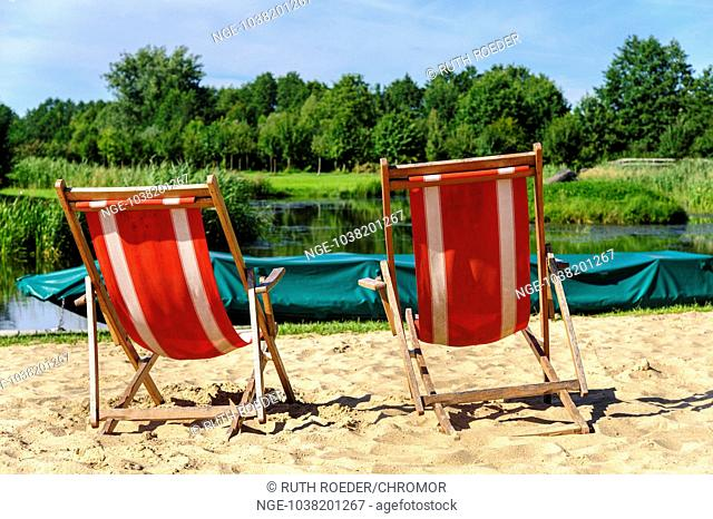2 sun loungers on the beach Spree