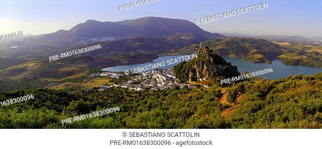 View of the village Zahara de la Sierra and the castle, Andalusia, Spain, Europe / Blick auf Zahara de la Sierra, Andalusien, Spanien, Europa