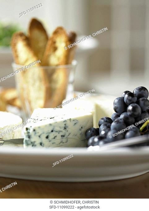 Gorgonzola with Grapes and Crostini