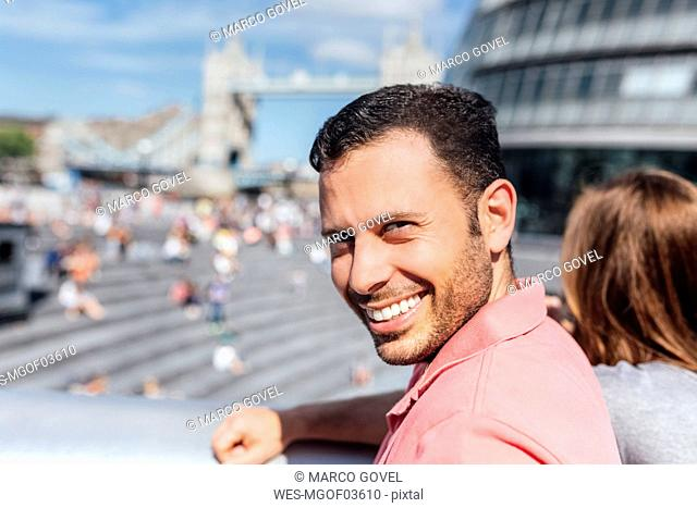 UK, London, portrait of a smiling tourist